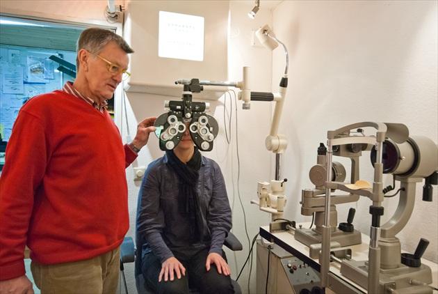 Spezialapparate gewährleisten ein präzises und meisterliches Ausmessen Ihrer Augen.